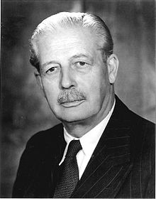 220px-harold_macmillan_number_10_official